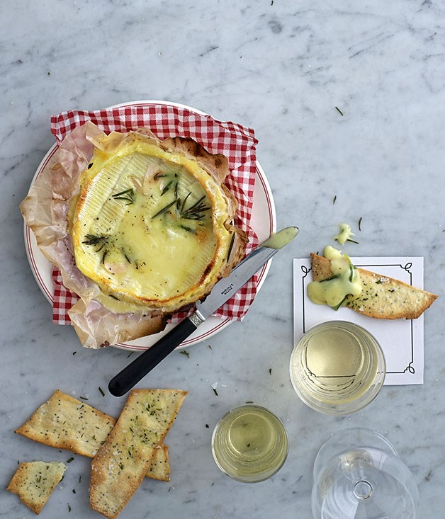 "[Baked cheese with rosemary and poppyseed crackers](https://www.gourmettraveller.com.au/recipes/browse-all/baked-cheese-with-rosemary-and-poppyseed-crackers-11766|target=""_blank"")"