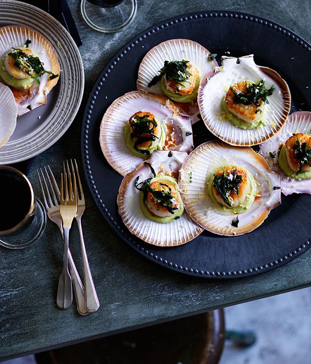Roast scallops, avocado purée and seaweed