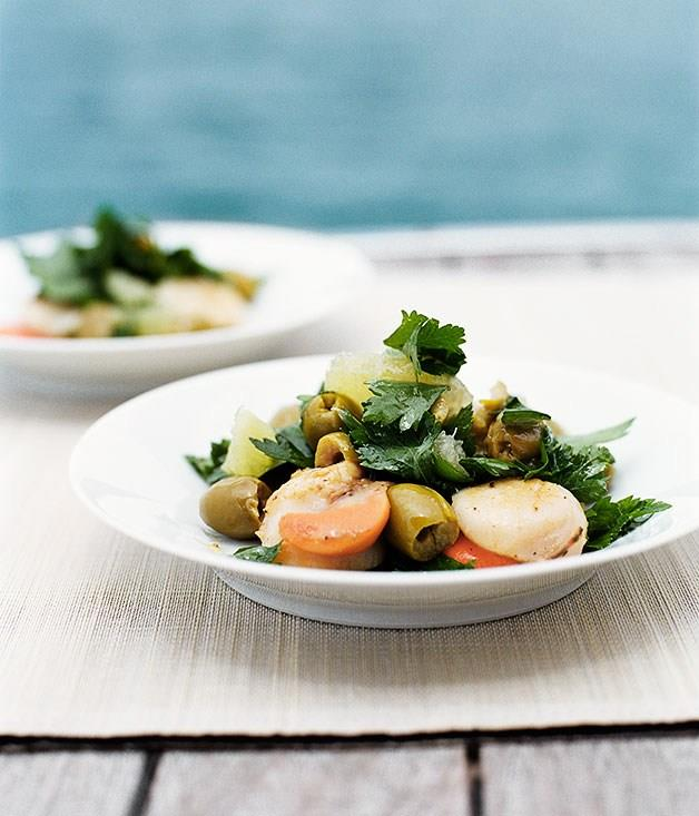 **Barbecued scallops with salad of parsley and picholine olives**