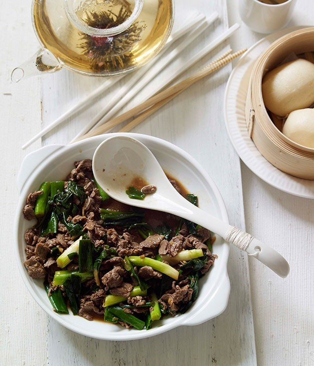 **Stirfried lamb with spring onions and steamed buns**