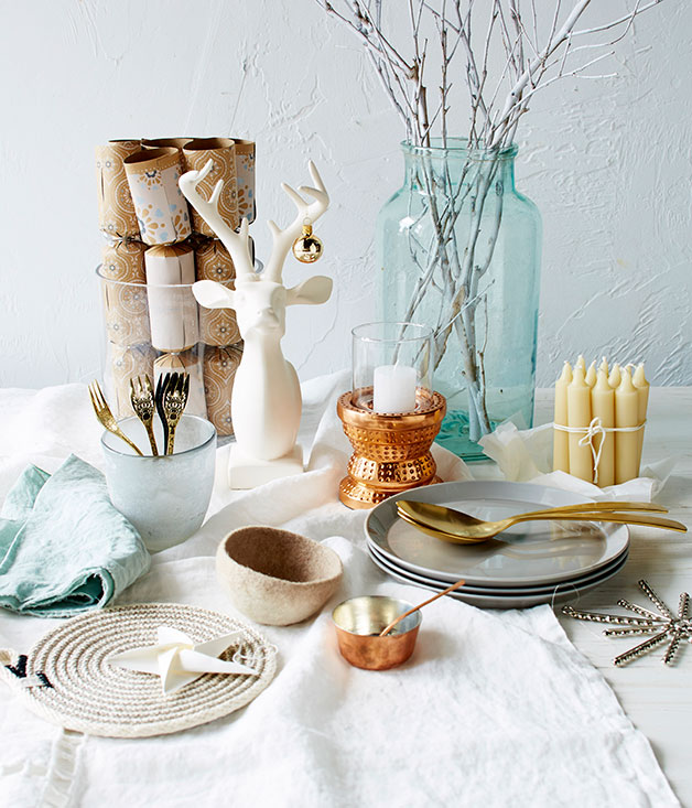 Modern christmas table settings gourmet traveller - Modern christmas table settings ideas ...
