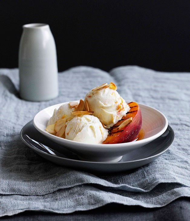 **Grilled Peaches with Sherry and Apricot-Delight Ice-Cream**