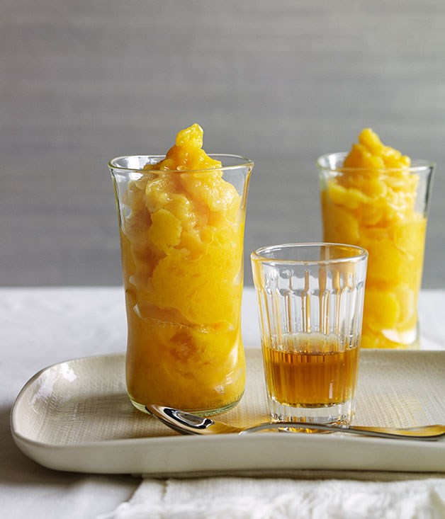Mango slushies with rum and mint
