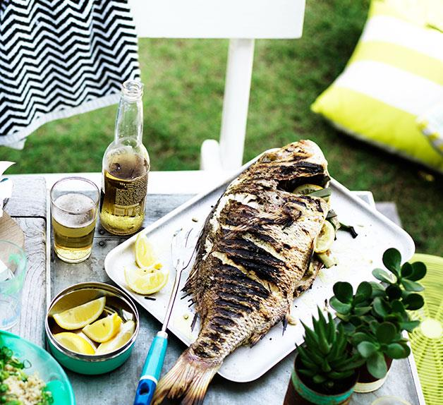 Whole barbecued fish with lemon