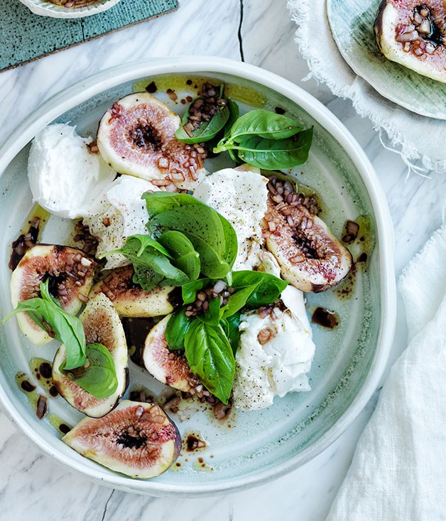 Black fig, mozzarella and basil salad