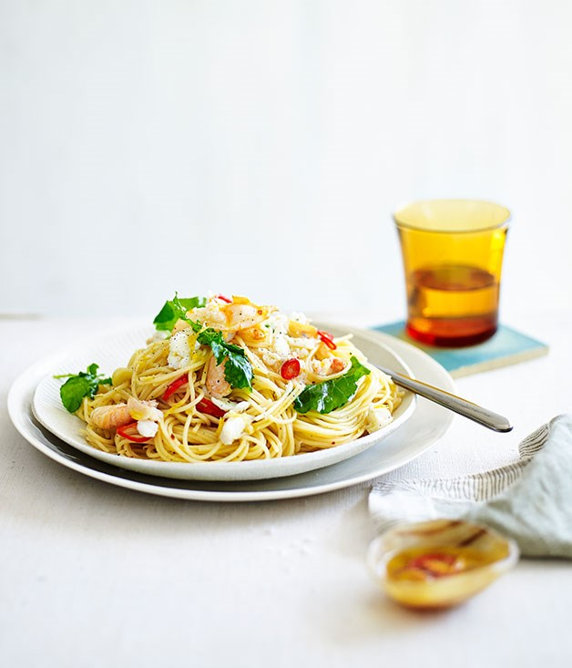 Spaghettini with crab, chilli and rocket