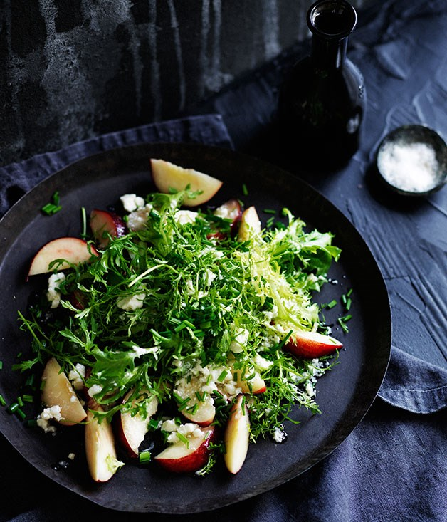 Curly leaves and white nectarines with feta vinaigrette
