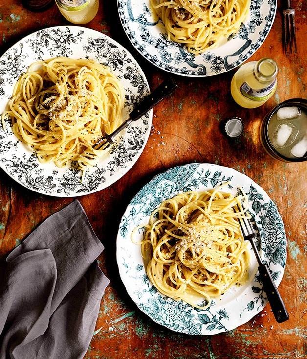 Spaghetti cacio e pepe - Roman recipes