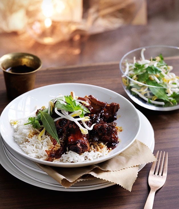 **Sticky pork ribs in chilli caramel**