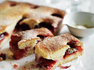 Plum torta with cardamom sugar