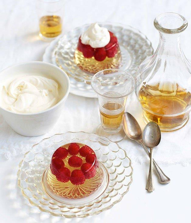 **Champagne jelly with raspberries**