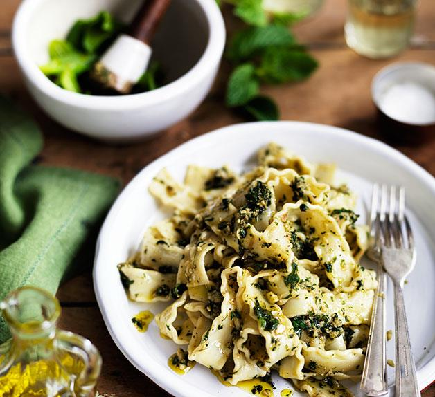 Pounded almond and mint pasta sauce