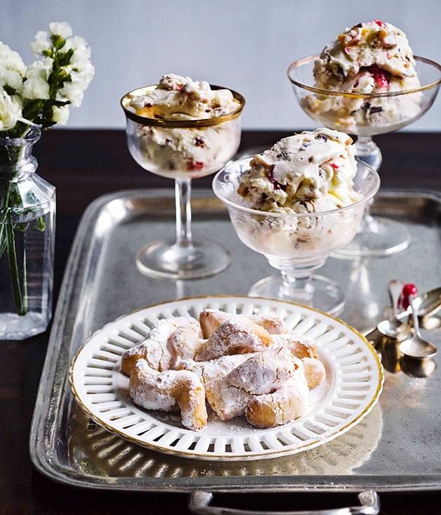 **Gelato al torrone con pasta di mandorla (Nougat gelato with marzipan biscuits)**