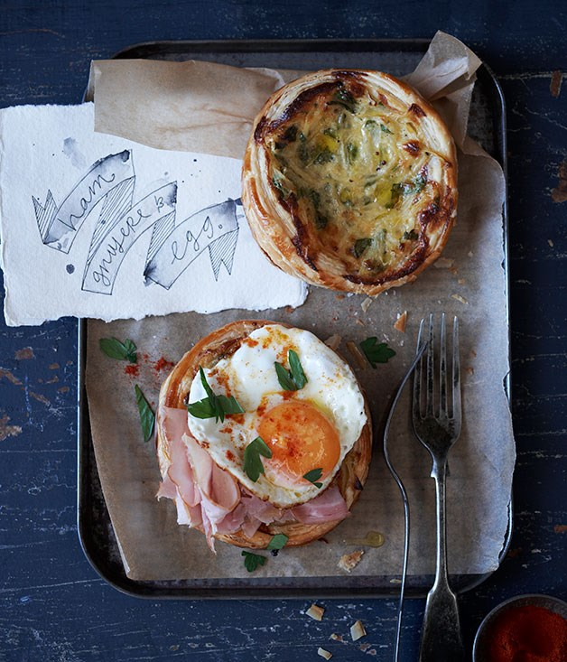 Ham and Gruyère tartlets with fried egg