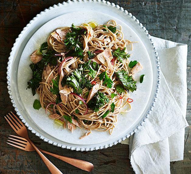Kale, lemon and tuna spaghetti
