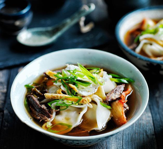 Kimchi mandu in broth