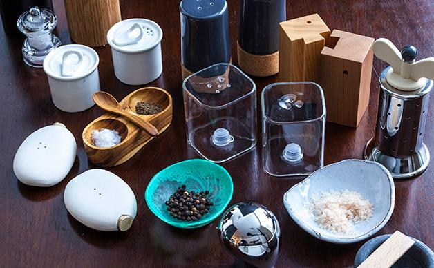Salt & pepper mills, shakers and dishes
