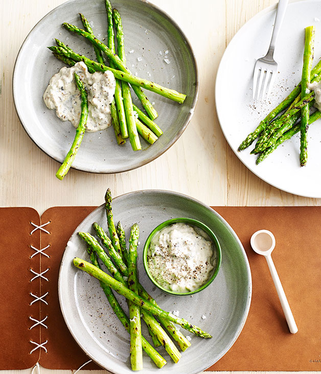 **Asparagus with walnut mayonnaise**