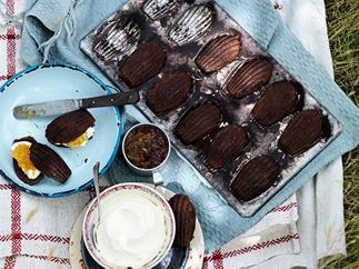 Chocolate madeleines with mascarpone and marmalade