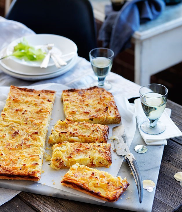 **Onion and sour cream thin-baked slice**