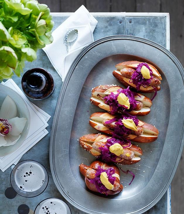**Spiced pork sausages in rolls with red cabbage**