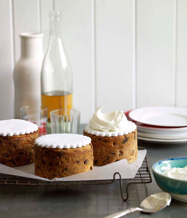 **Golden peach Christmas cakes**
