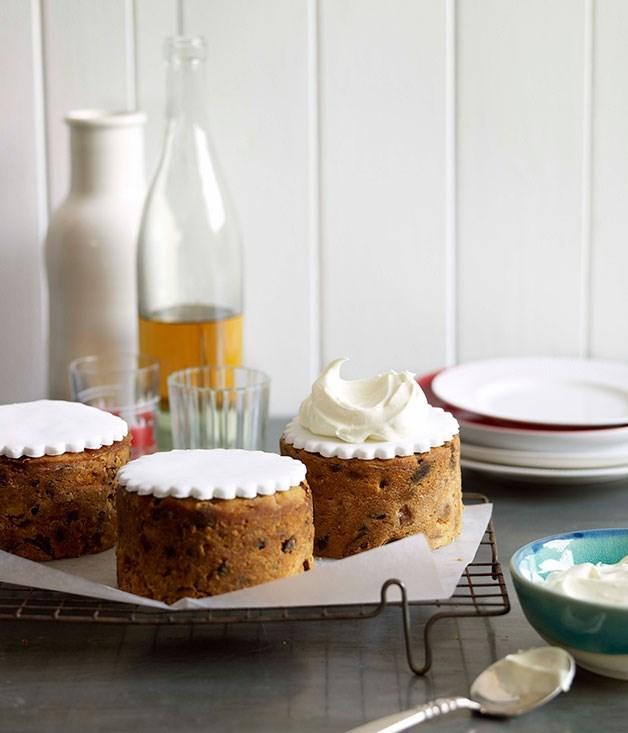 "[**Golden peach Christmas cakes**](https://www.gourmettraveller.com.au/recipes/browse-all/golden-peach-christmas-cakes-10015|target=""_blank"")"