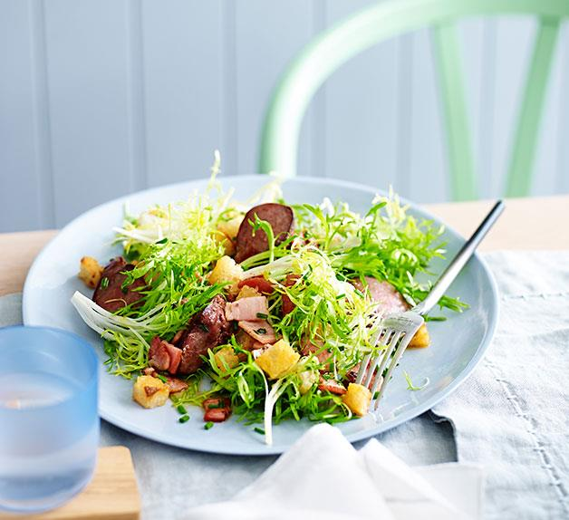 Duck liver salad with bacon and Sherry