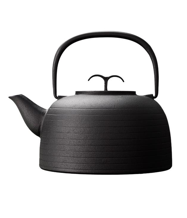 **Oigen cookware** Give the Nipponophile in your life something to smile about with this cast-iron cookware piece from [Oigen's](http://www.oigencookware.com.au/) Palma range, designed in collaboration with British designer Jasper Morrison. We've got our eye on the kettle. _From $115_