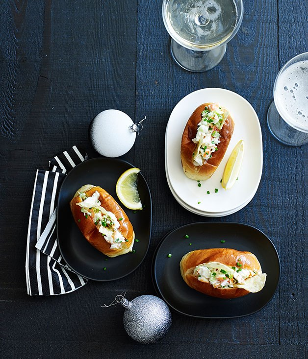 "[Mini lobster rolls](http://www.gourmettraveller.com.au/recipes/chefs-recipes/mini-lobster-rolls-9198|target=""_blank"")"