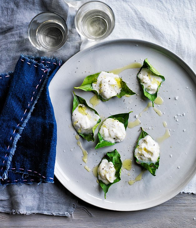 Stracciatella grilled on lemon leaves