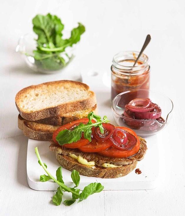 **Minute steak sandwich with red wine vinegar onions**