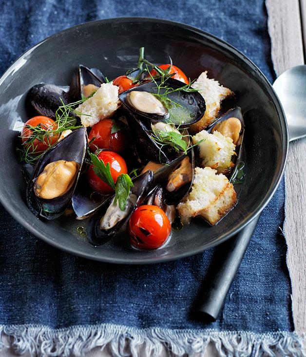 """**[Lennox Hastie's wood-fired mussels, tomatoes and toasted sourdough bread](https://www.gourmettraveller.com.au/recipes/chefs-recipes/wood-fired-mussels-tomatoes-and-toasted-sourdough-bread-8196