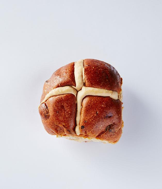 """**Healthybake, NSW & Vic** This bun was a winner on the filling front, for our tastes, but lacked in give and texture: """"It had really nice plump fruit,"""" said Featherby, """"but it was a little dry."""" The other tasters, too, found it to be tough and lacking in any real flavour. """"It's got a hard crust, dull nose and dull flavour,"""" Pignolet said. """"I picked up green raisins,"""" said Thé, """"which was interesting."""" $8.98 for 6. From [Thomas Dux](http://www.thomasdux.com.au """"Thomas Dux"""") stores in Victoria and NSW."""