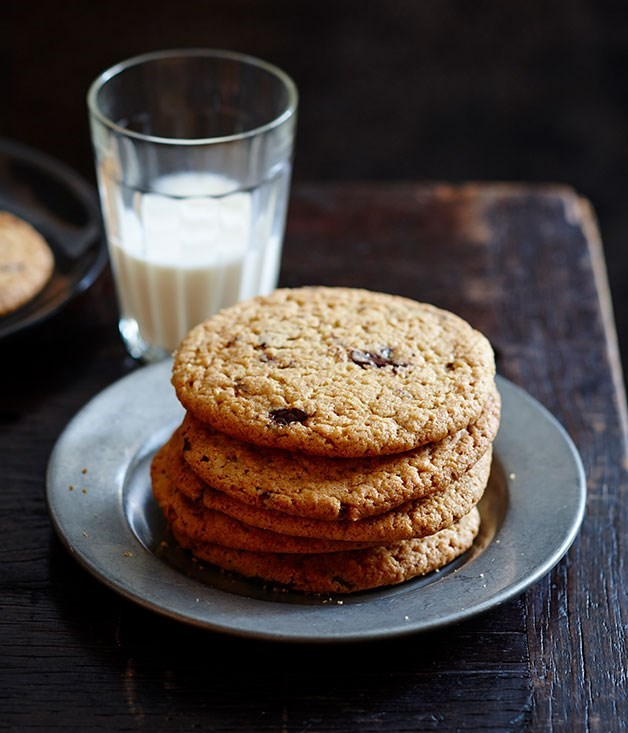 "[**Warm choc-chip peanut butter cookies**](https://www.gourmettraveller.com.au/recipes/fast-recipes/warm-choc-chip-peanut-butter-cookies-13498|target=""_blank"")"