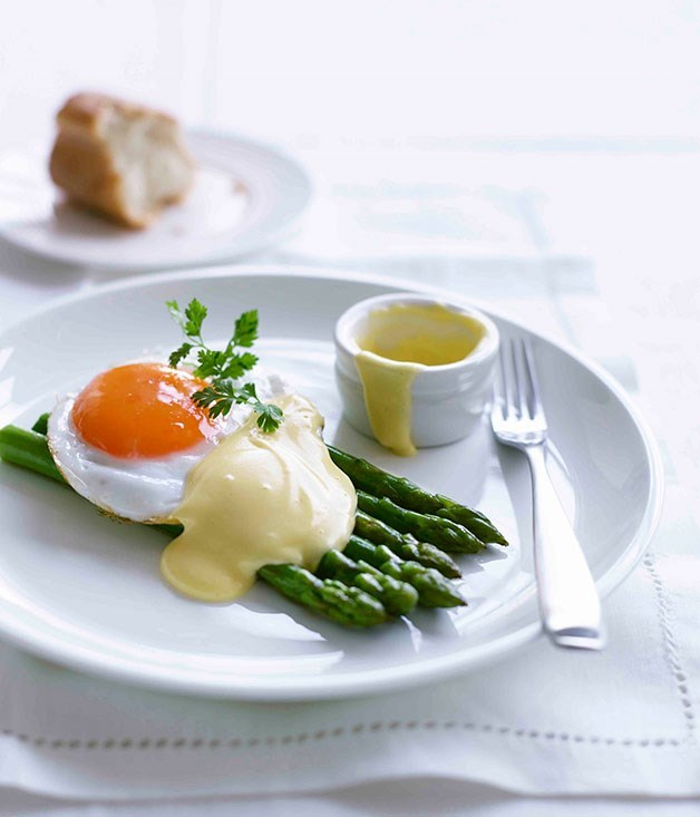 **Asparagus with fried duck egg and hollandaise**