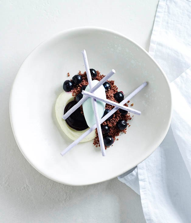 Violet ice-cream, blueberry, vanilla cream and meringue
