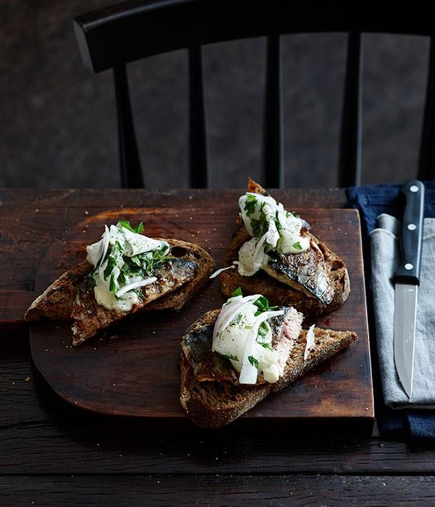 **Grilled mackerel with quick kohlrabi pickles and toast**