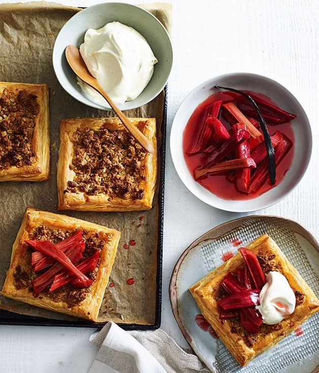 **Almond tarts with rhubarb**