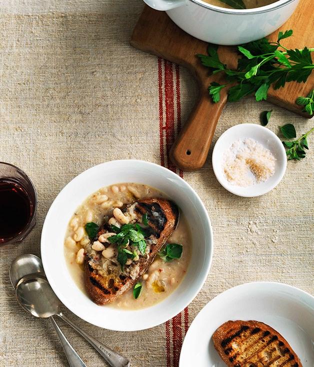 White bean soup with garlic crostini