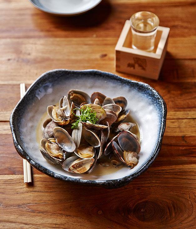 Masu Izakaya's clams in sake