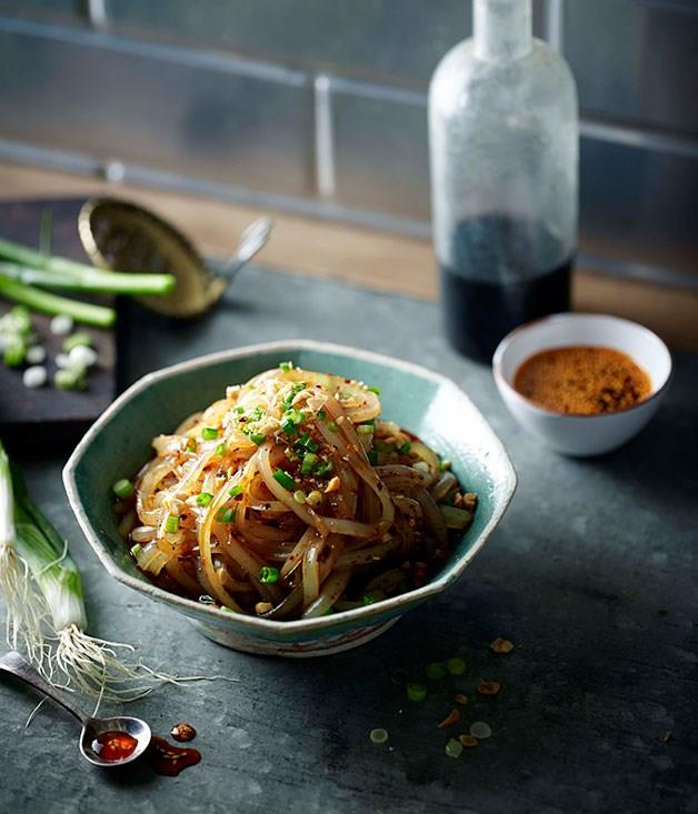 **Green bean noodles with chilli oil and Sichuan pepper (Ma la liang fen)**