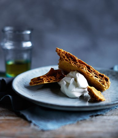 Honeycomb with cultured cream