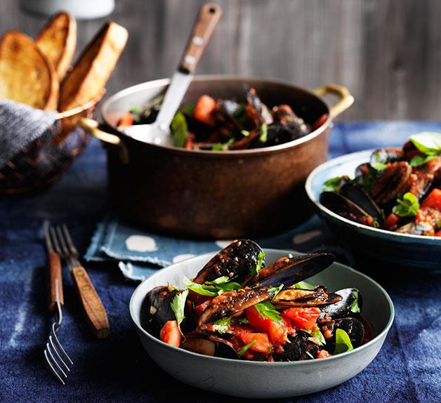 Mussels with chilli, garlic and white wine