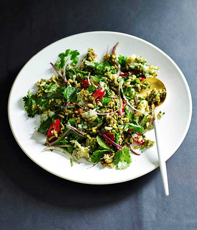 Puffed rice salad with green chilli chutney and crab