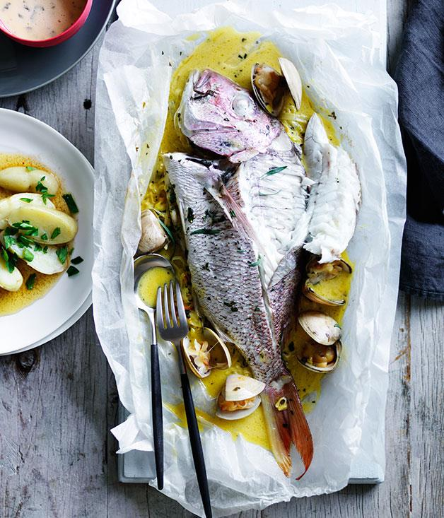 "**[Snapper and clams en papillote with tarragon beurre blanc](https://www.gourmettraveller.com.au/recipes/chefs-recipes/snapper-and-clams-en-papillote-with-tarragon-beurre-blanc-9237|target=""_blank"")**"