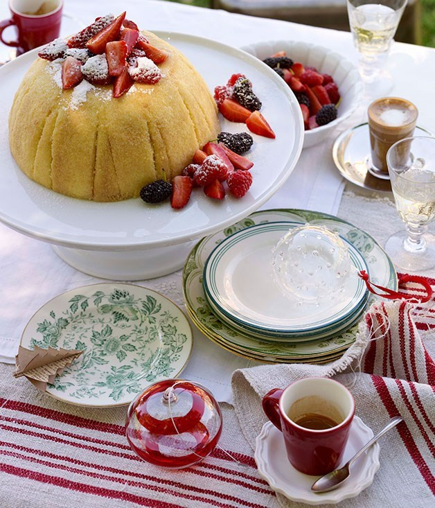 **Zabaglione cake with berries**