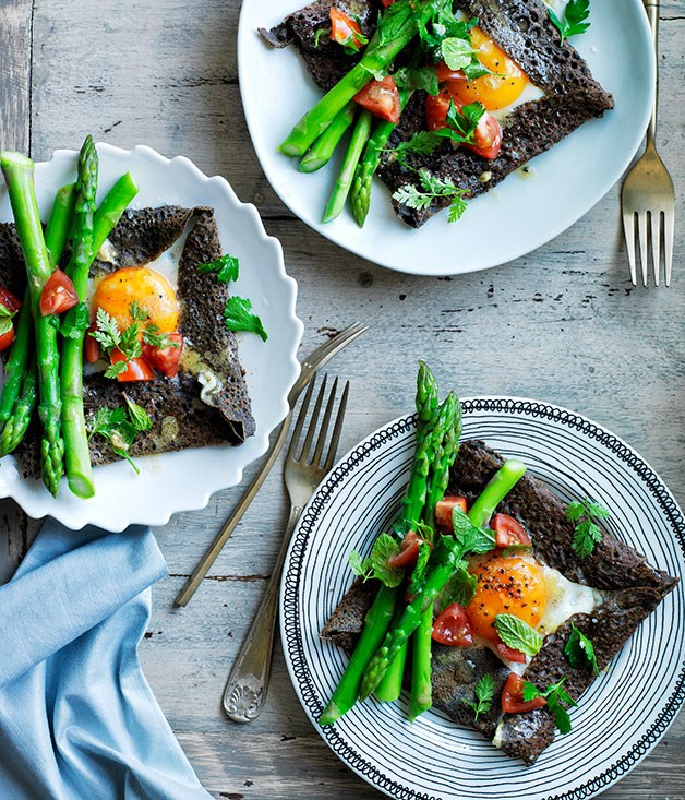 Buckwheat crêpes with egg and asparagus