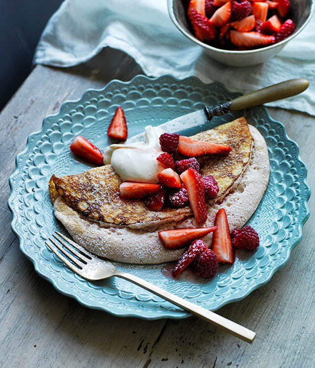 Berry soufflé crêpes with vanilla cream
