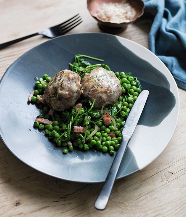 Lamb crépinettes with sautéed peas